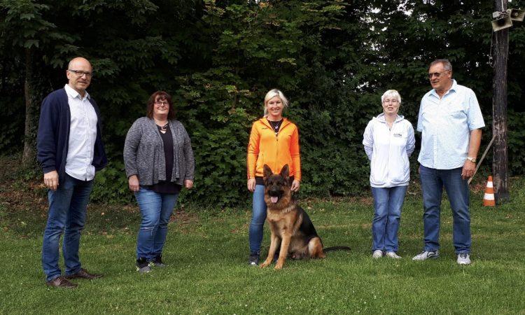 Heute habe ich in Mayen einen Vize-Weltmeister getroffen: Ascha aus Bayern, der Schäferhund im Foto oben. DerSV-OG Mayen Eifelland e.V.hatte an diesem Wochenende eine sogenannte Körung organisiert, bei der Schäferhunde aus ganz Deutschland bewertet wurden. Gerne habe ich die Veranstaltung als Sponsor ein wenig unterstützt. Der Verein rund um die Vorsitzende Gerti Dememe und die […]